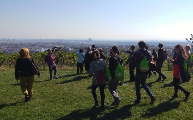 Militants verts en gaugette avec Ulrike Lunacek sur les hauteurs de Vienne