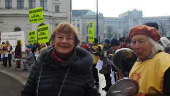 Une manifestation contre les centrales nucléaires proches du territoire autrichien, en mars devant la chancellerie fédérale.